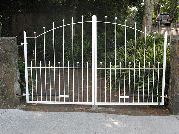 Driveway swing gates sliding gate gate automation for Ready made driveway gates